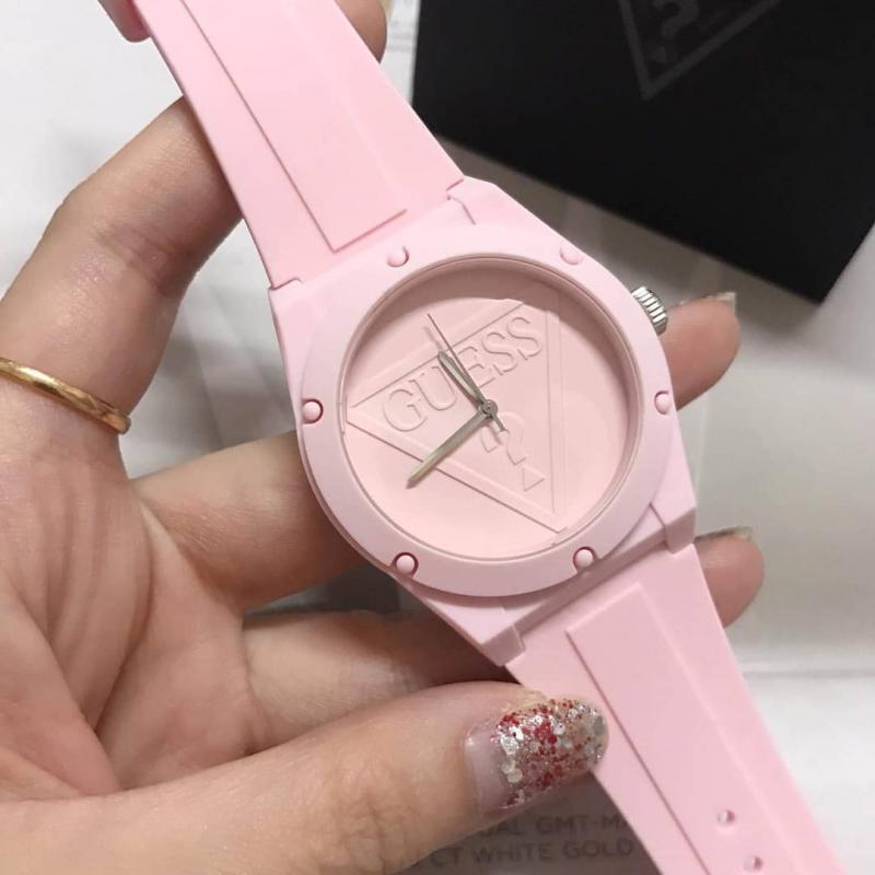 Dámské hodinky GUESS Retro Pop W0979L5 ... 82e398a9565